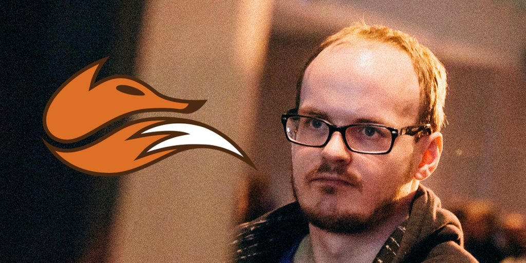 mew2king representing echo fox on stage smash player