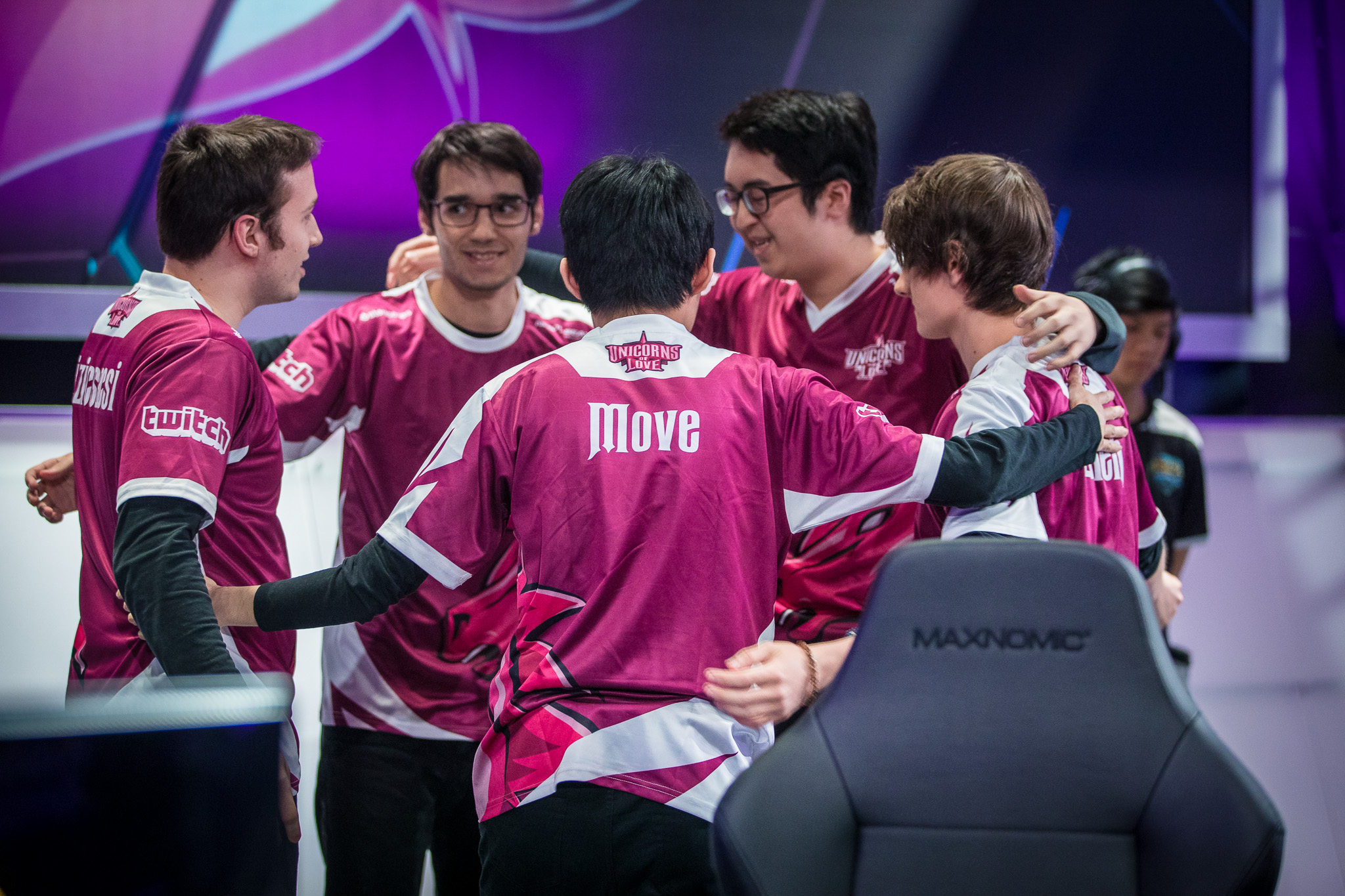 Move on stage with unicorns of love
