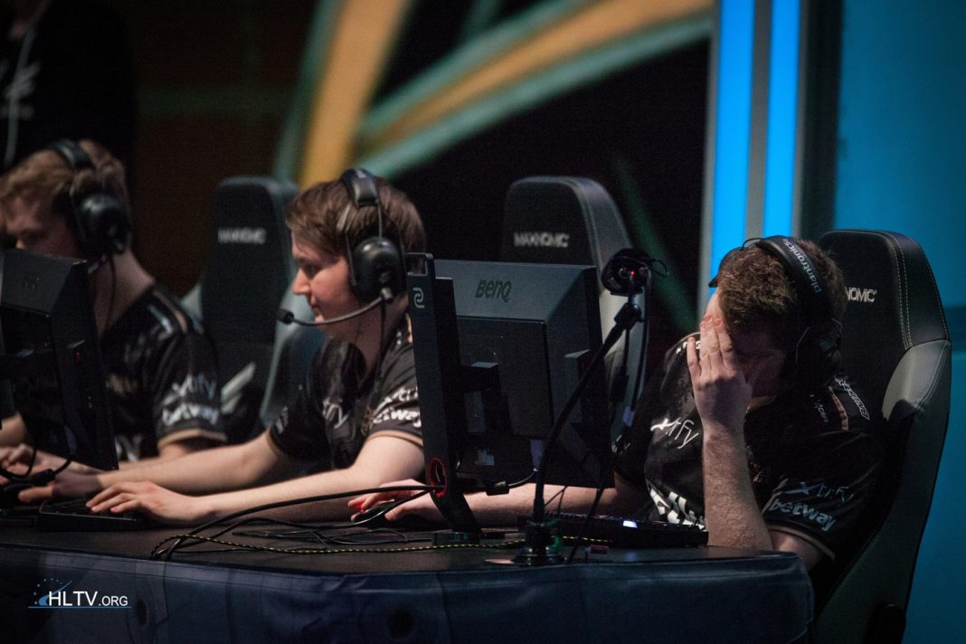get_right frustrated on stage at major qualifier