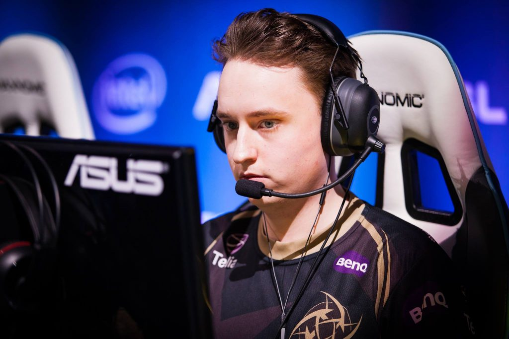 get_right on stage at SLi StarSeries