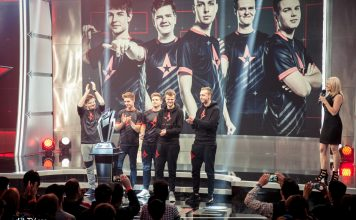 astralis-at-eleague-with-trophy