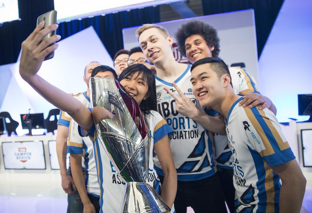 UBC Celebrating their win in the uLoL Campus Series