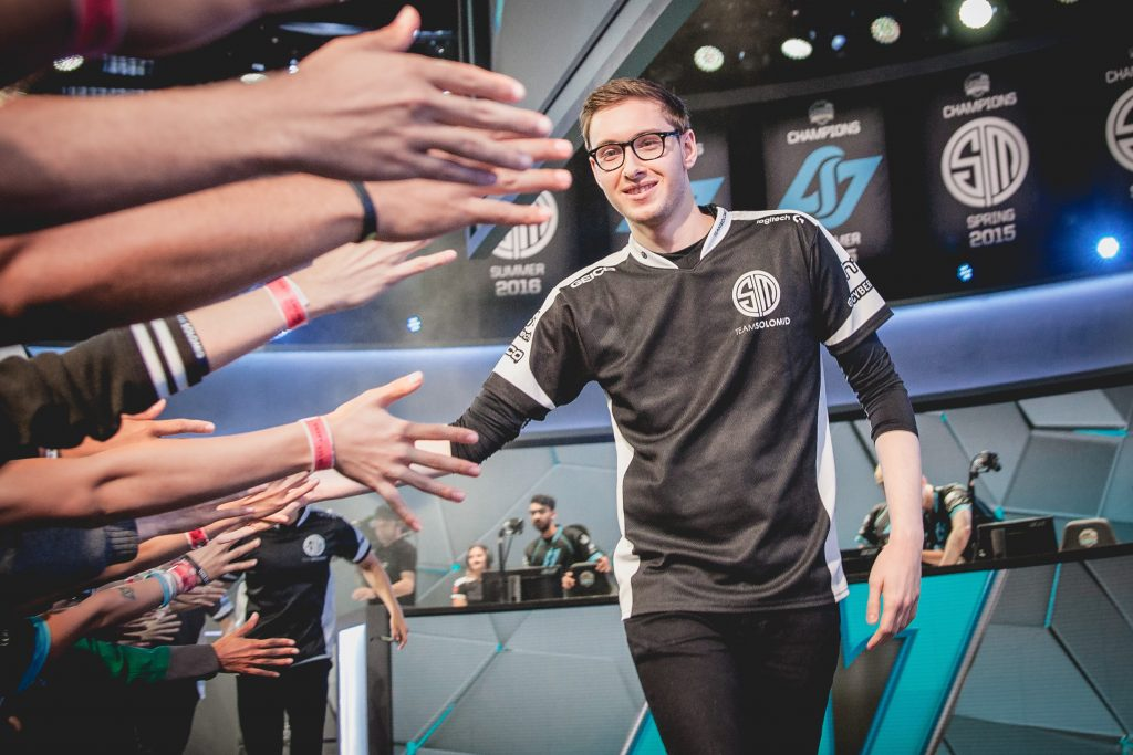 TSM Bjergsen giving high-fives to the crowd after the team's victory over CLG.