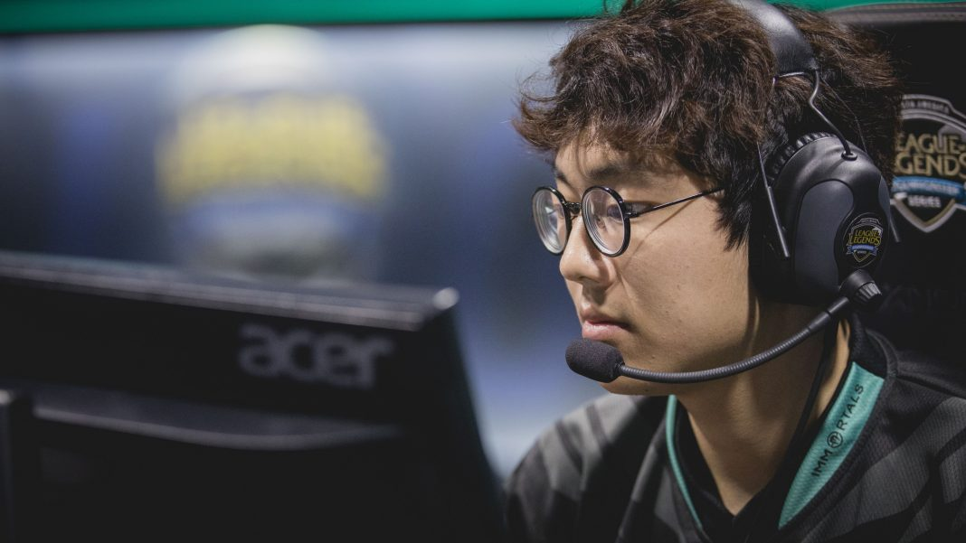 IMT Olleh competing at the 2017 Season Playoffs.