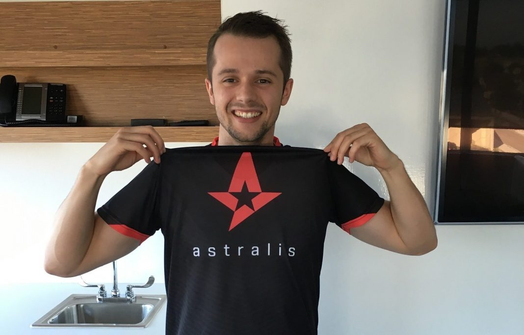 Patrick Valoppi rocking his Astralis jersey at the office.