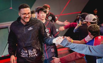 Aphromoo greeting fans